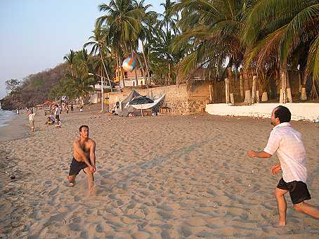 Omar and Pablo play beach volleyball..