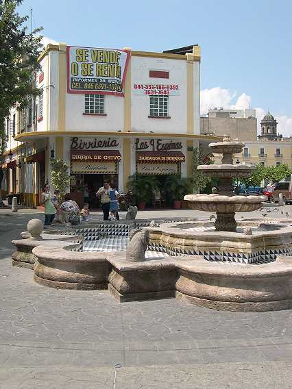 And sure enough, across the plaza--Birriera Nueve Esquinas, center of the Goat Stew Universe.  The sign says for sale or rent--so you'd better hurry.