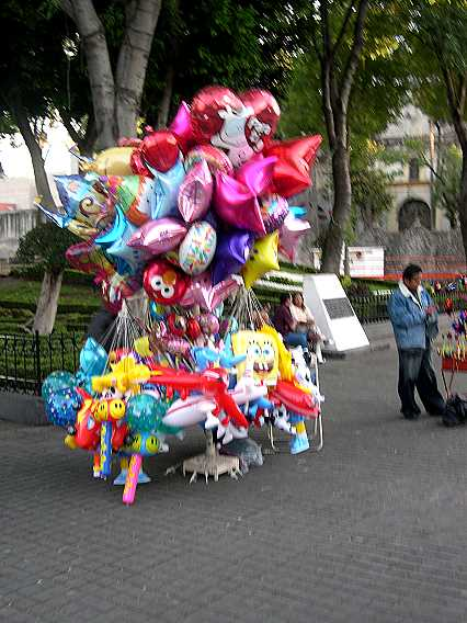 As all over in Mexico, there are balloon sellers.