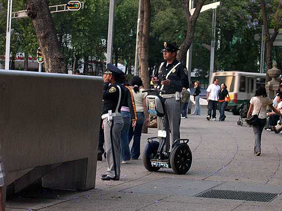 Police scoot around on their--what do you call these things?--protecting the Angel of Independence. I'd love to ride one, but would probably fall on my face.